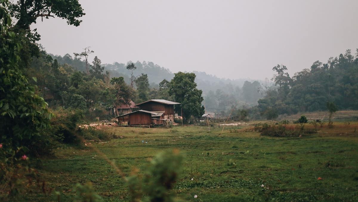 Village de la tribu Karen pendant votre randonnée